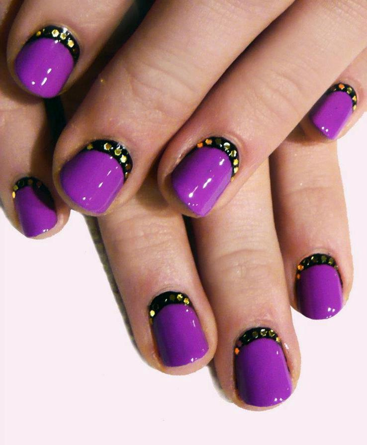 Дизайн ногтей френч со стразами