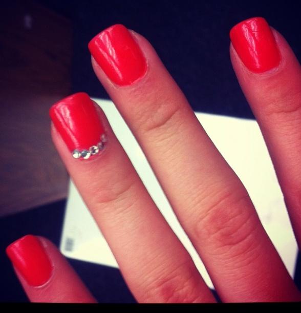 дизайн ногтей со стразами