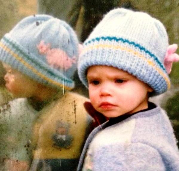 Кара Делевинь в детстве